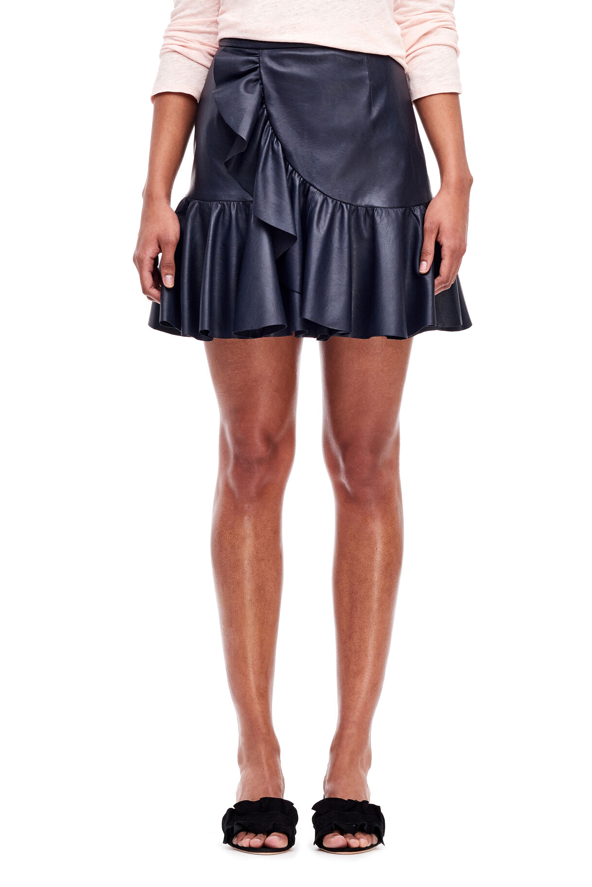 Women's skirts that are in style this season at ZARA online. FREE SHIPPING to try on at home without complications.