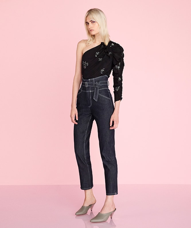 GLITTER PRINT TOP & BELTED HIGH RISE JEAN
